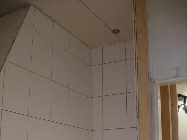 Nieuw betegelde badkamer